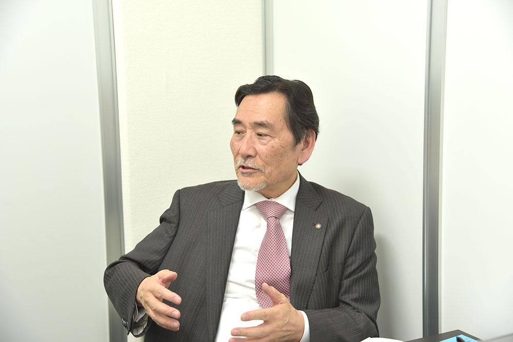 井上 泉 氏