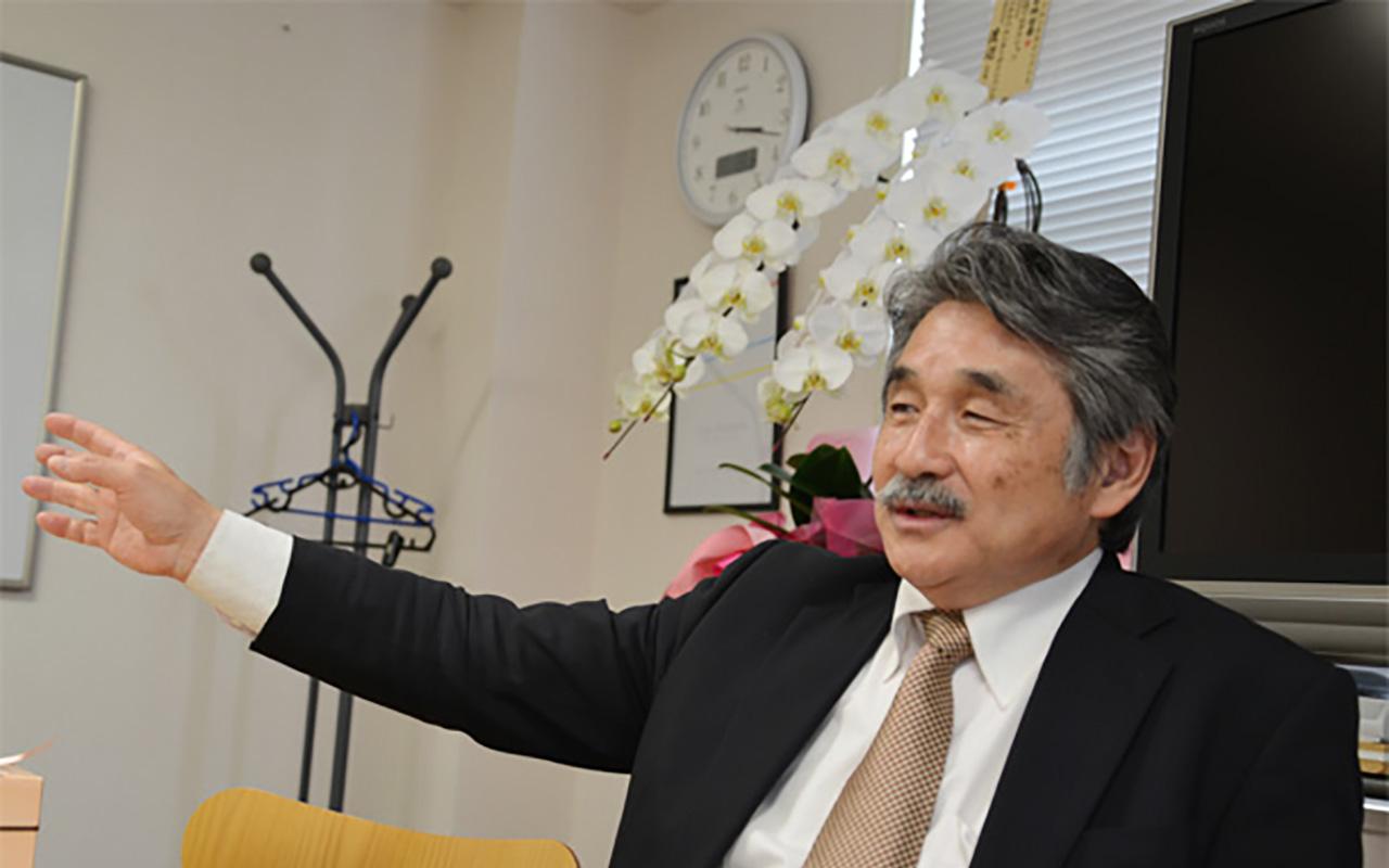 菊地 哲榮 氏