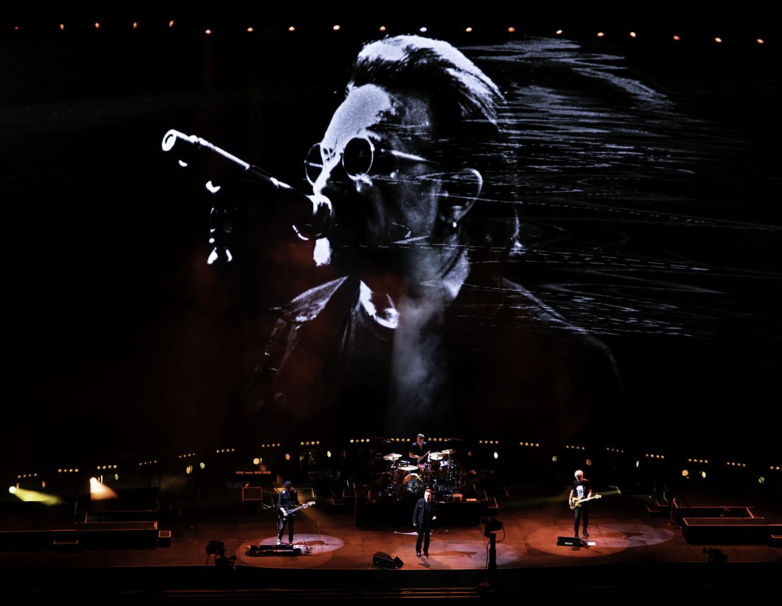 U2 12月4日 さいたまスーパーアリーナ公演 Photo by ROSS STEWART